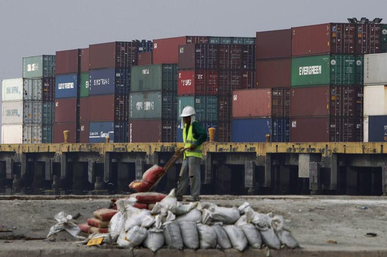 美國4月商品貿易下滑至10年來最低水準。路透