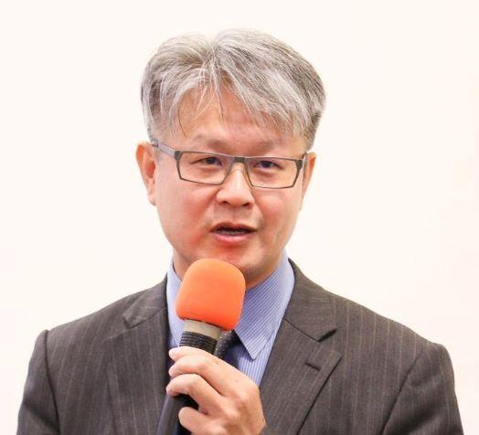 政大法律系教授葉啟洲。圖翻攝自政治大學網站