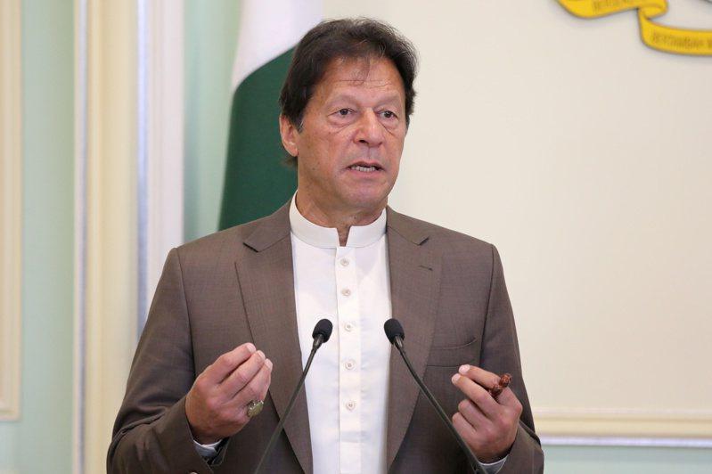 巴基斯坦總理康恩讓三軍情報局使用監視科技協助防疫,人權團體擔心當局濫權追蹤異議人士並散布不必要的恐慌。 路透