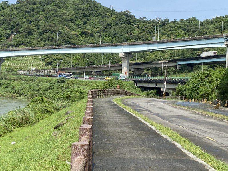 地方建議在基隆河與國道一號間大華二路增設七堵匝道。記者游明煌/翻攝