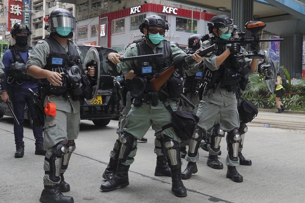 港版國安法在香港引發更多抗議活動。美聯社