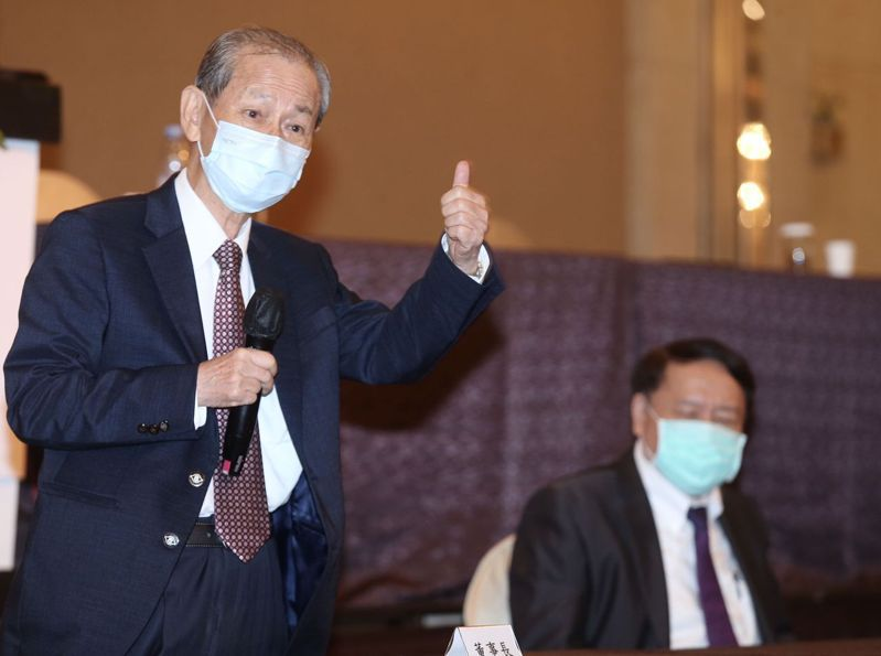 台塑化董事長陳寶郎(左)與總經理曹明(右)昨天出席股東會。記者徐兆玄/攝影