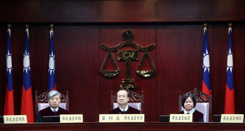 憲法法庭昨天對通姦罪釋憲判決違憲,中為司法院長許宗力。記者曾吉松/攝影