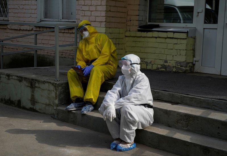 俄羅斯4日新增8831起2019冠狀病毒疾病(COVID-19)確診病例,染疫人數突破44萬人。 路透社