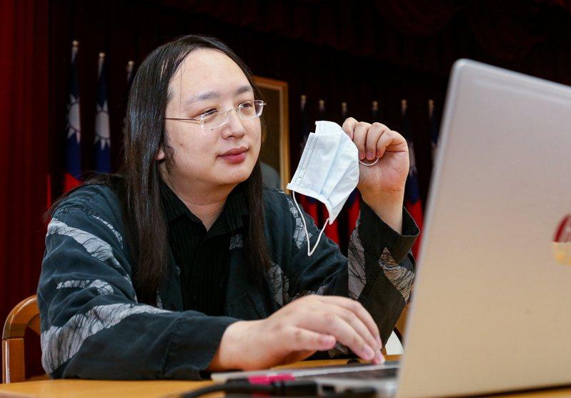 行政院政務委員唐鳳認為,未來若能積極參與問題導向的國際組織,台灣可能可以跳脫在國際間投票一直輸的狀況。圖為唐鳳日前出席立法院數位治理委員會成立大會分享建立口罩購買制度等防疫經驗。 聯合報系資料照/記者曾原信攝影