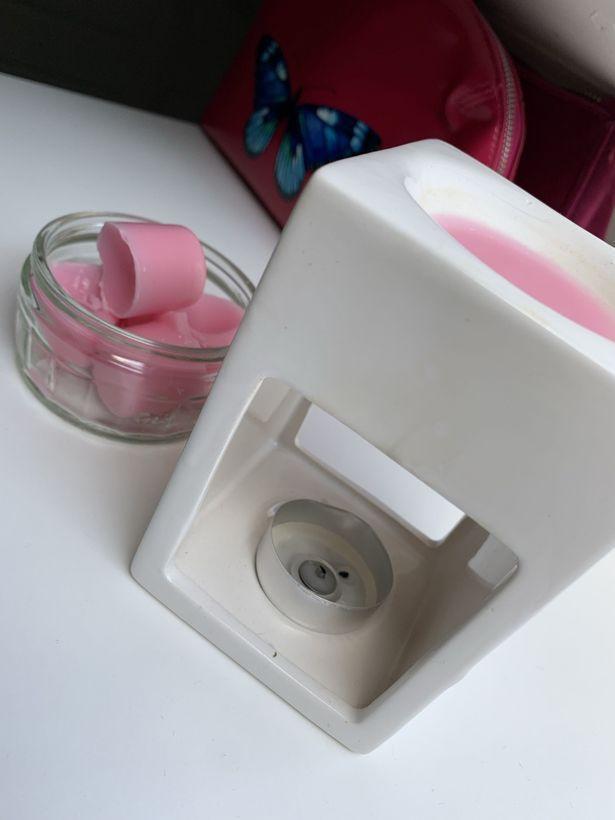 夏洛蒂送給妹妹的香氛蠟燭組合。圖取自鏡報
