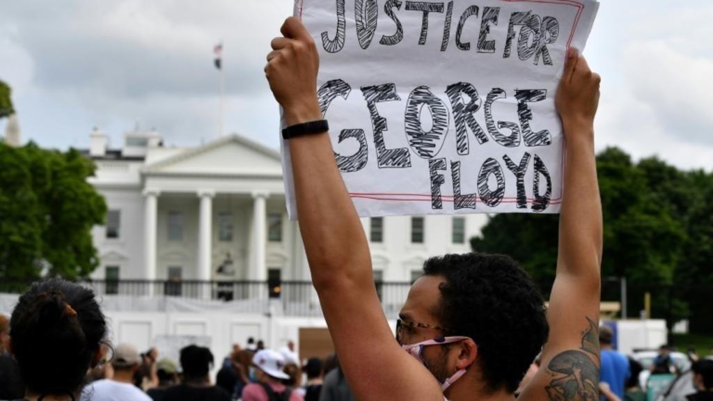 美國總統府白宮前示威。 網路照片