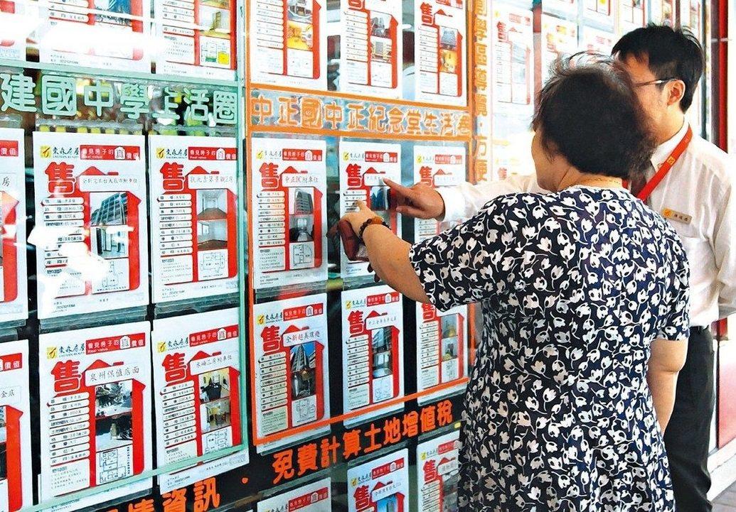 嘉義市多家房仲公司表示,3、4月業績好、看房者不少。圖/報系資料圖片