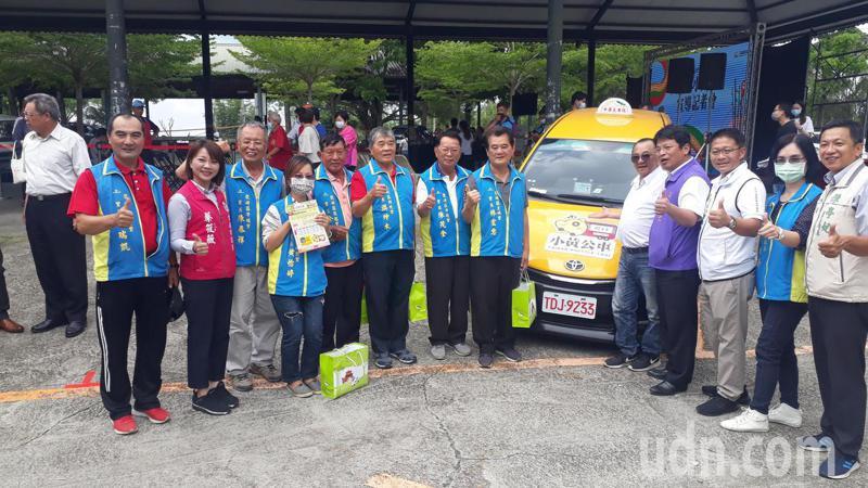 台南市「小黃公車」,今天正式進入龍崎、關廟地區服務山區偏遠民眾。記者周宗禎/攝影