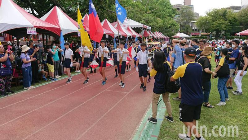 台南市忠義國小今天慶祝創校80周年,並舉辦運動會。記者鄭惠仁/攝影
