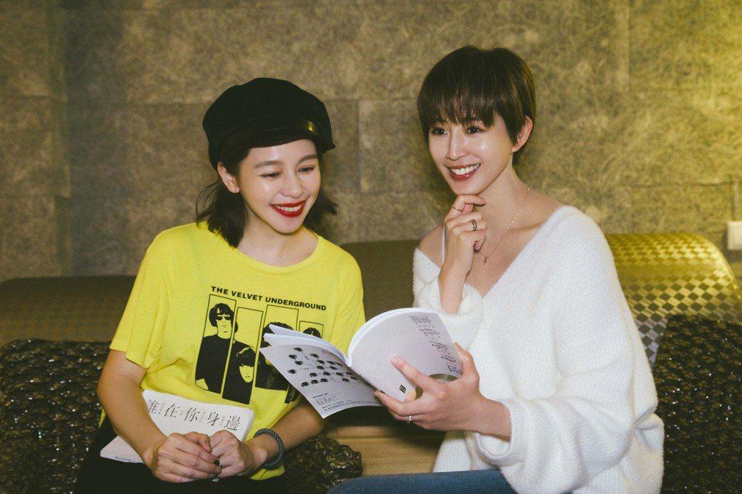 張鈞甯(右)、徐若瑄在「誰在你身邊」戲中飾演姐妹。圖/頤東娛樂提供
