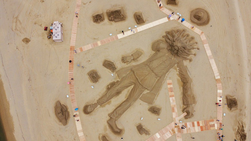 空拍帶你看福隆沙雕小人國冒險旅程。記者游明煌/翻攝