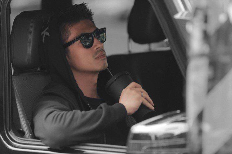 梁正群演出台日首度攜手製作的電視劇「路~台灣Express~」,該劇上周六(16日)於日本NHK播出後,獲得該台同一時段史上第二高收視率8.8% ,劇中,他飾演台灣高鐵運行協理,每次出場總是以筆挺西...