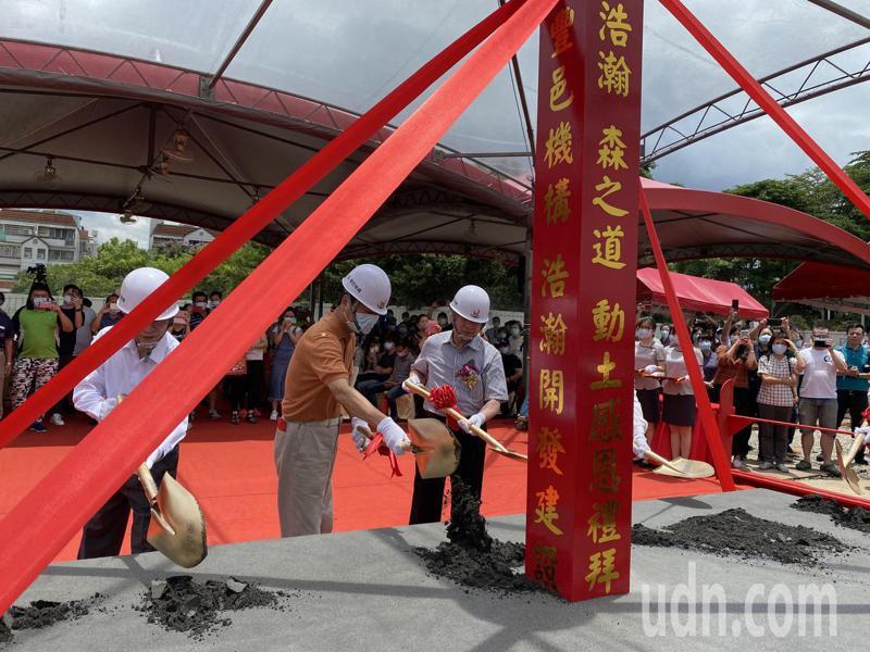 豐邑機構在東區推出二期建案今天動土。記者趙容萱/攝影