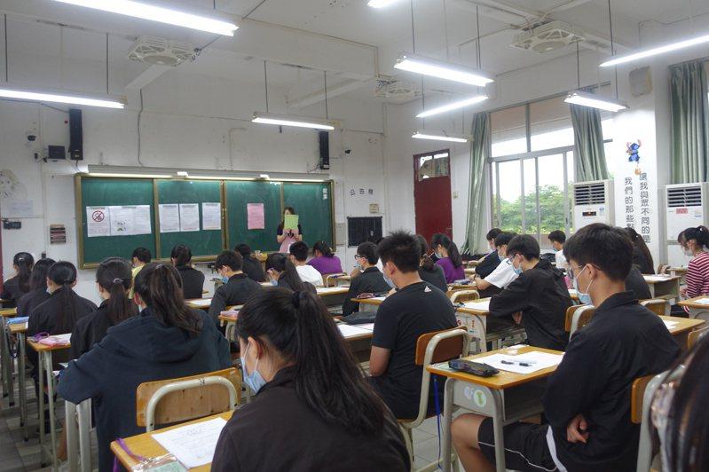 國中會考舉辦補考,今、明兩天在本島和中國大陸舉行。 圖/教育部提供