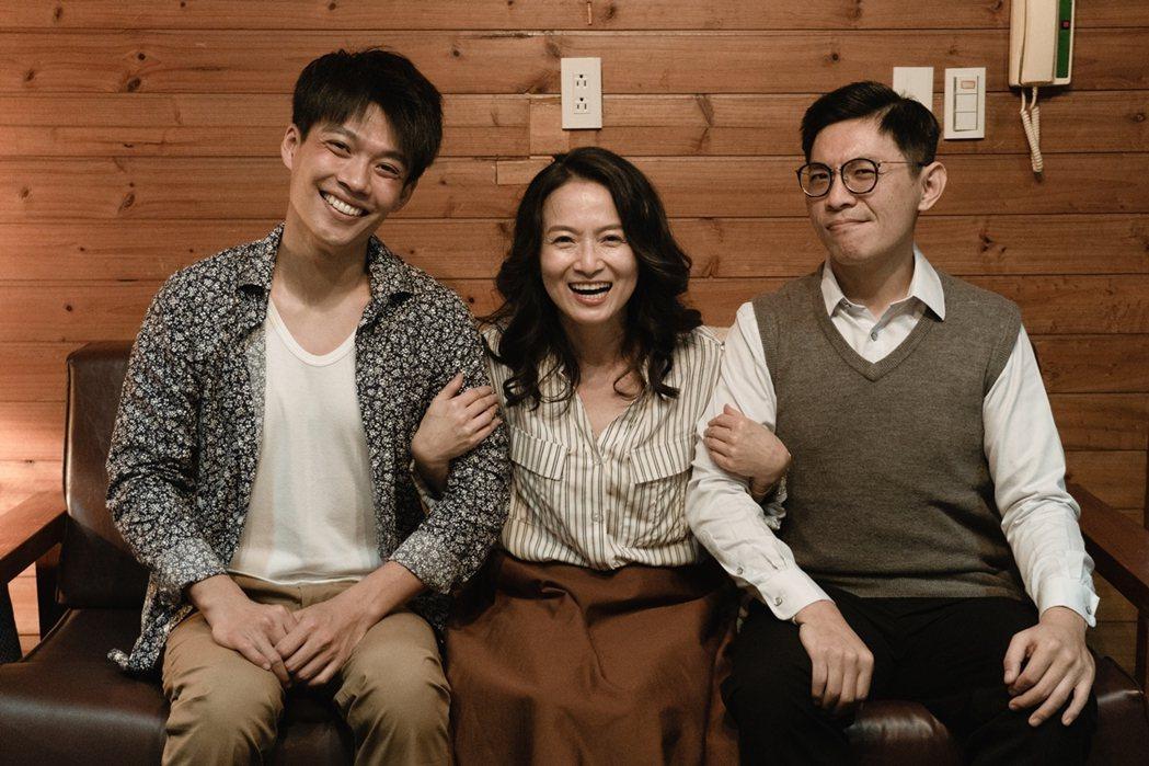 楊忠穎(左起)、導演姜瑞智在「若是一個人」中飾演謝瓊煖的2任男友。圖/華視提供