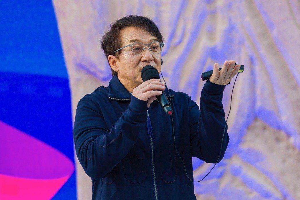 成龍率領2600名藝文界知名人士連署挺「港版國安法」,引發網友熱議。圖/成龍集團
