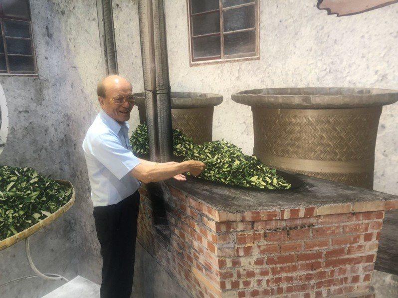 廣隆光電科技董事長李耀銘長期參與藝文活動,也幫忙行銷南投好茶。記者江良誠/攝影
