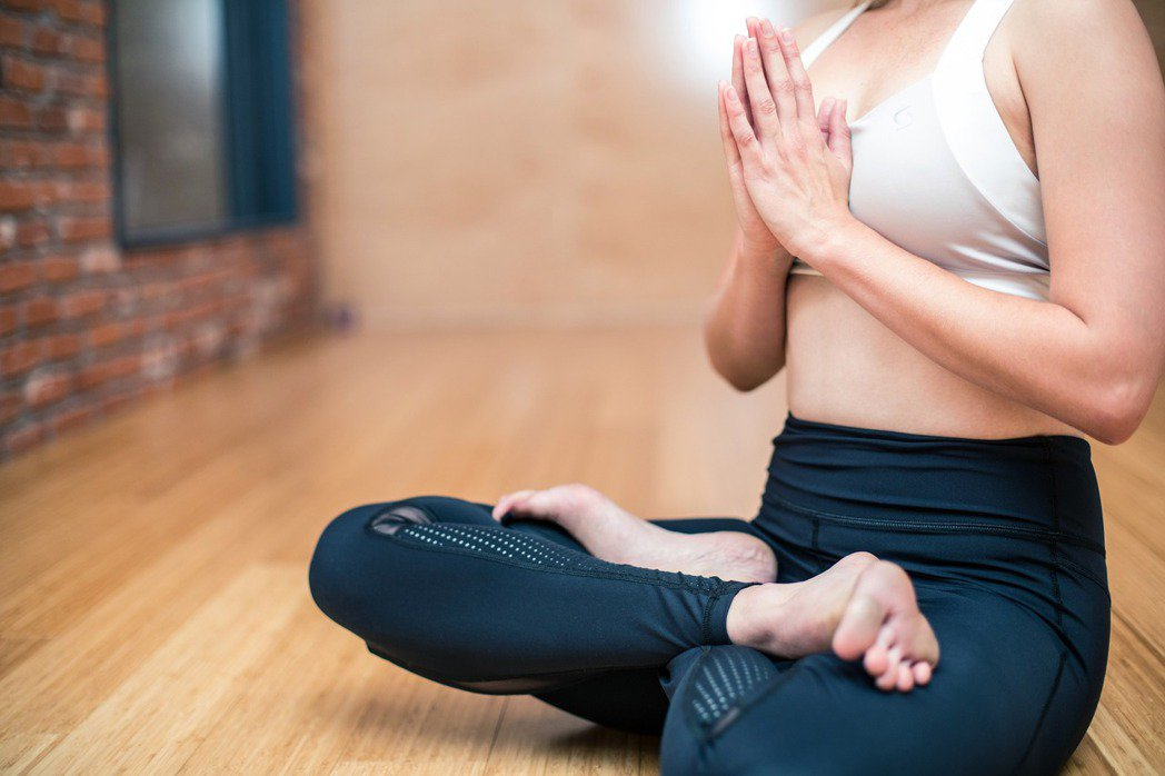 每天聆聽舒緩的古典音樂或印度音樂,配合緩慢呼吸30分鐘,可以降血壓。圖/pixa...