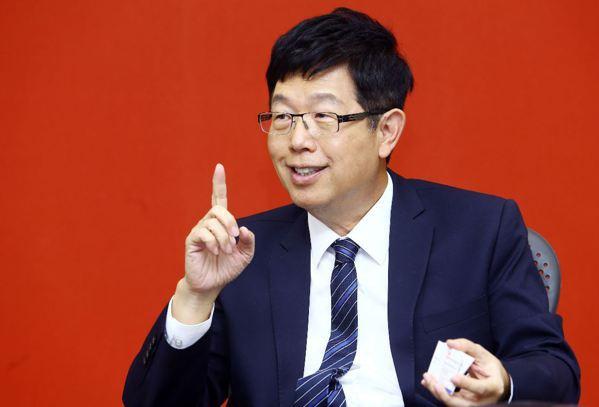 鴻海董事長劉揚偉接受經濟日報專訪。 記者杜建重/攝影