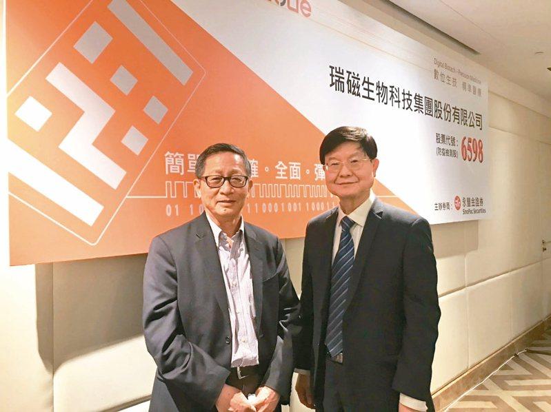 ABC-KY總經理何重人(左)為旅美科學家,研發出數位生物條碼多元檢測平台。圖右為ABC-KY董事長李家榮。 記者嚴雅芳/攝影