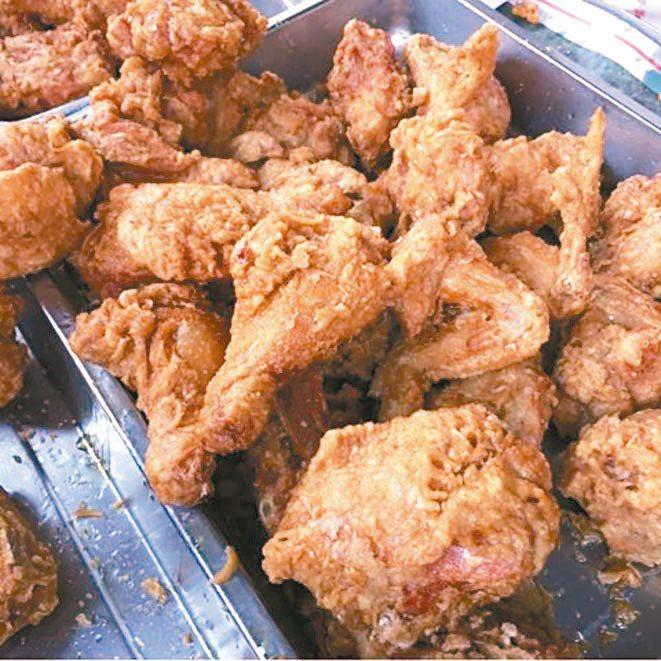 徐天麟推薦苑里市場的炸雞,手腳慢一點就被搶光了。 圖/徐天麟提供