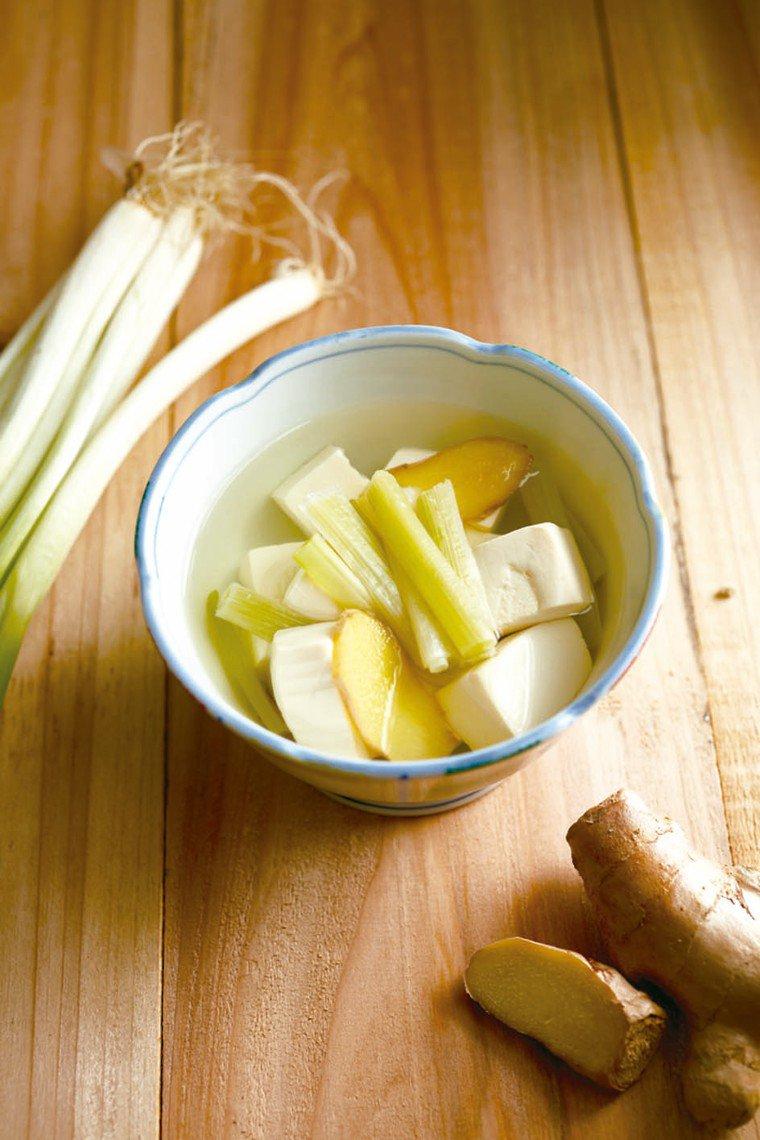 蔥白豆腐湯 圖╱摘自時報出版《蔬菜看人吃》