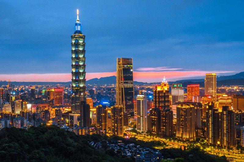 有網友好奇「第一次到台北有什麼感覺」,貼文一出立刻掀起討論。圖片來源/ingimage