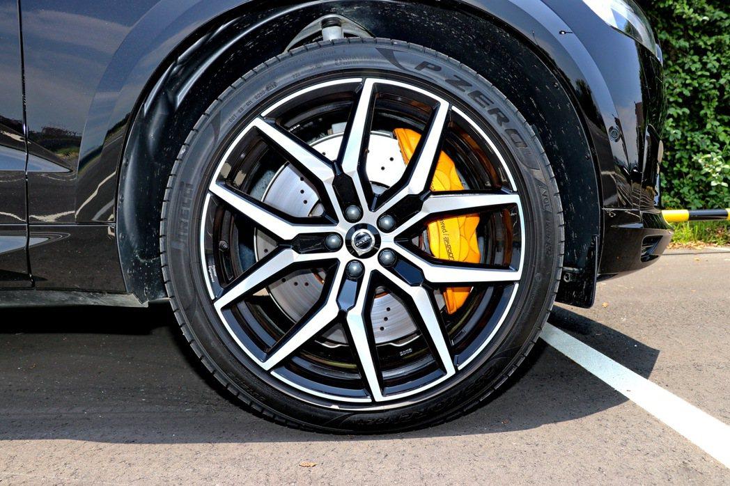 Polestar Engineered鍛造21吋5幅Y型鋁合金輕量輪圈及鮮黃色塗...