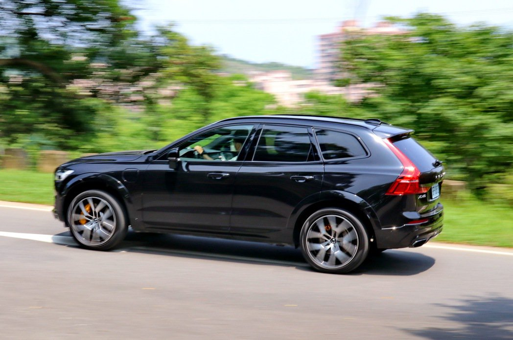 VOLVO XC60 T8 Polestar Engineered雖然操控上並非...