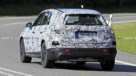 2022 Mercedes-Benz GLC偽裝車好像有點大台 難道藏有彩蛋?