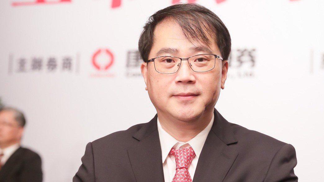永固董事長簡國釧90年代跑過新聞,也賣過古玩,磨練出市場敏銳度。 圖/永固提供
