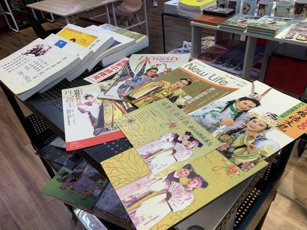 歌仔戲圖書館展出珍貴絕版節目表。記者趙宥寧/攝影