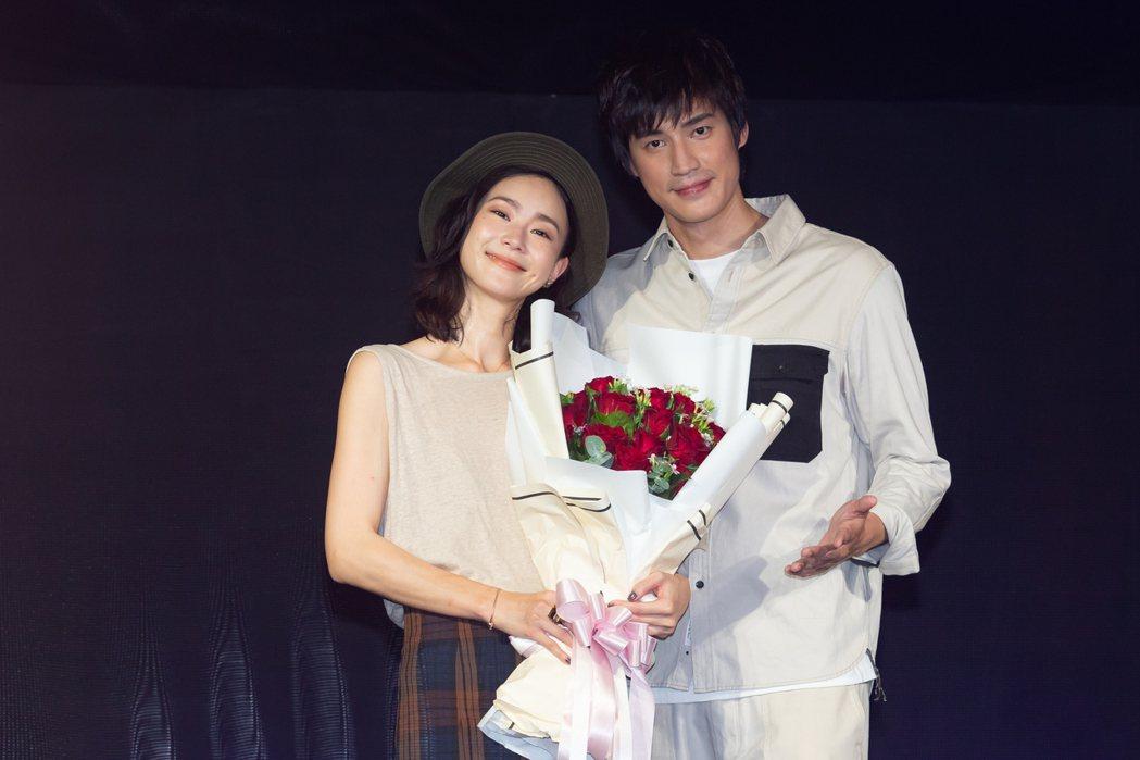 羅宏正(右)在劇中向鍾瑶浪漫求婚。記者季相儒/攝影