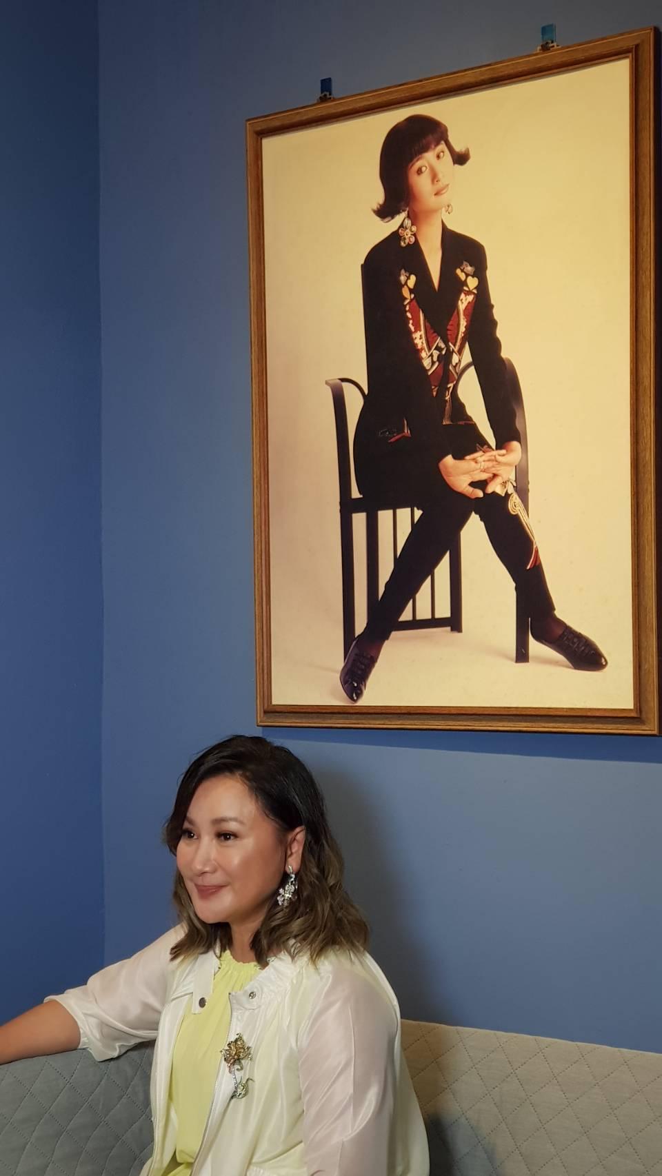陳亞蘭搬出30年前的海報。記者杜沛學/攝影
