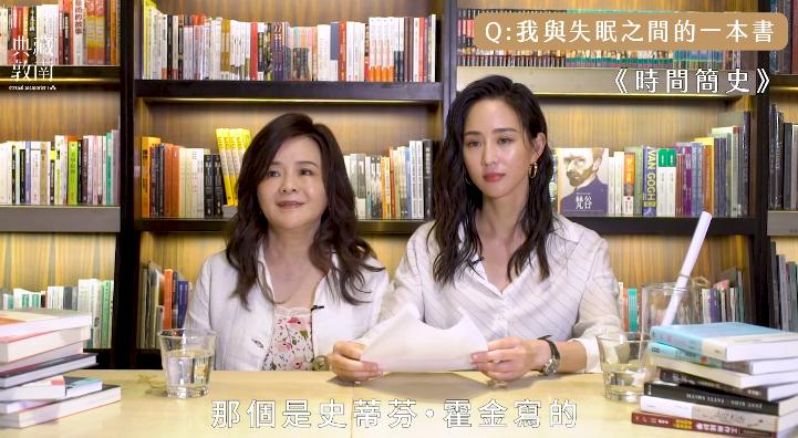 張鈞甯(右)和媽媽鄭如晴一起為誠品拍攝的紀錄片。圖/摘自臉書影片