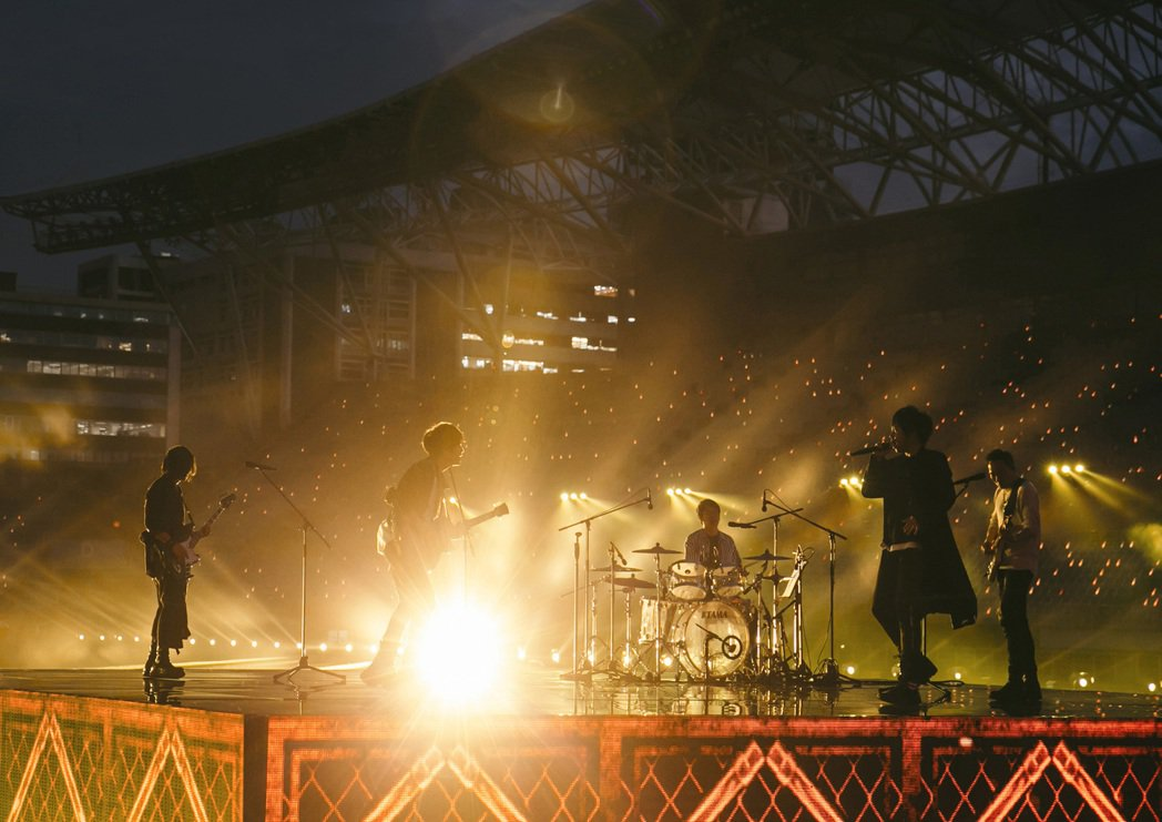 五月天重返台北體育場,舉辦線上演唱會。圖/相信音樂提供