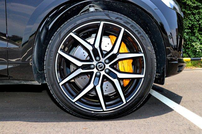 Polestar Engineered 鍛造21吋5幅Y型鋁合金輕量輪圈及鮮黃色...