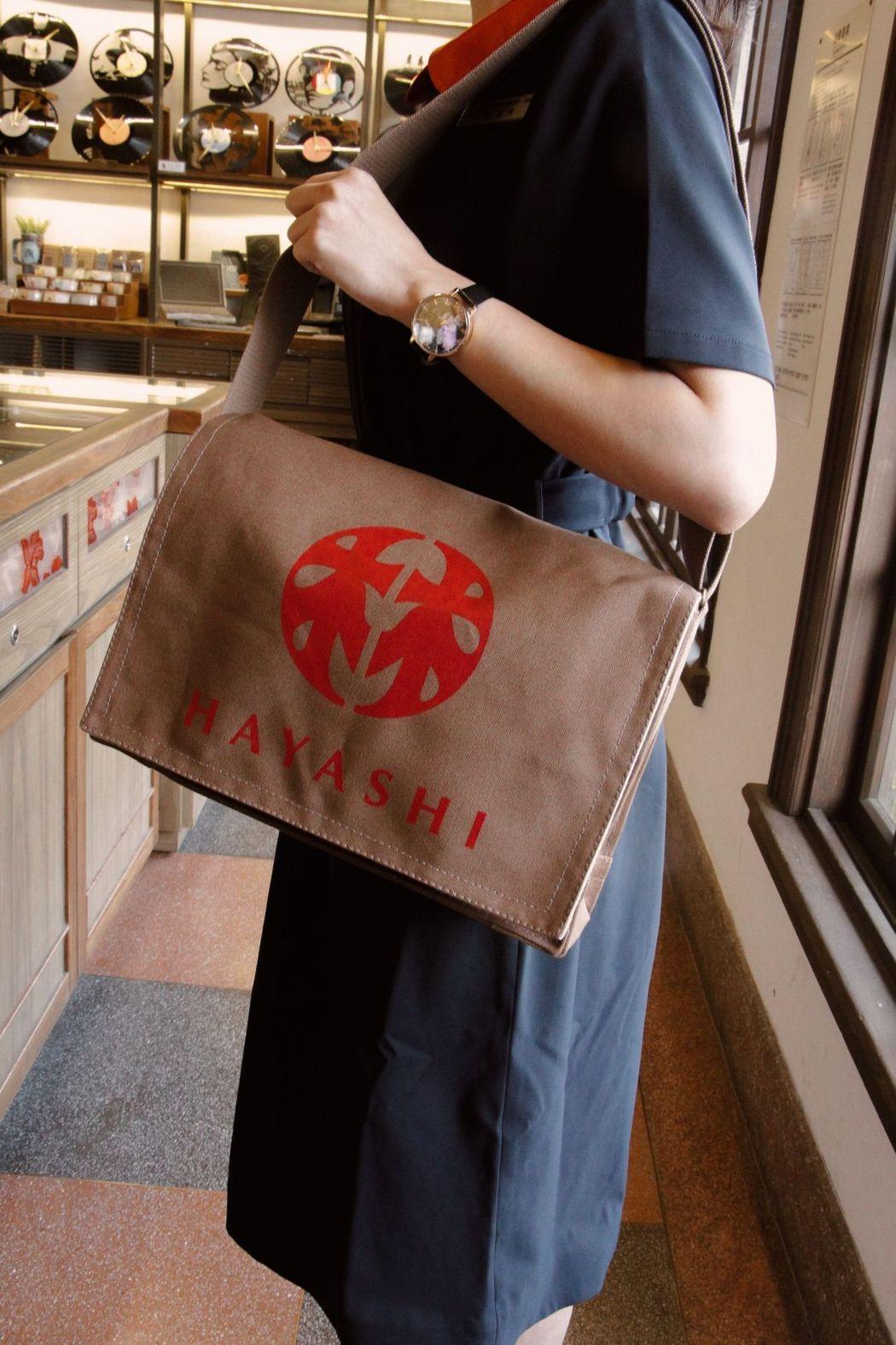臺南老字號的林百貨帆布包。  林百貨 提供