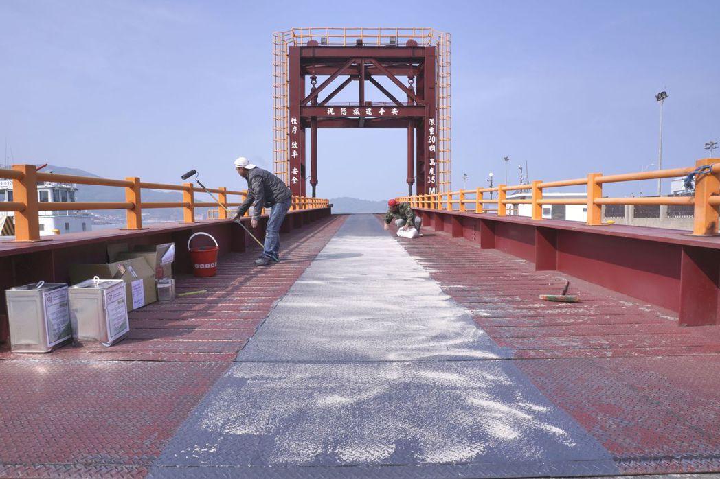 港口棧橋防蝕地坪及工程。 高久/提供