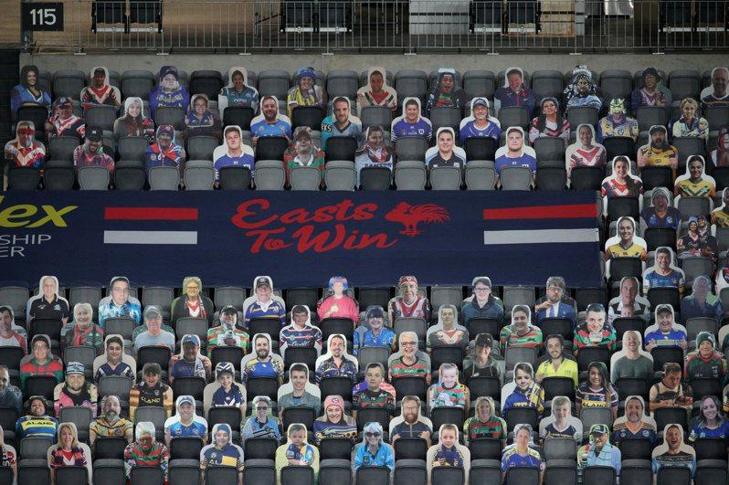 澳洲全國橄欖球聯賽發起讓球迷在看台上放自己人型立牌充當觀眾的活動,卻遭到惡作劇。 路透