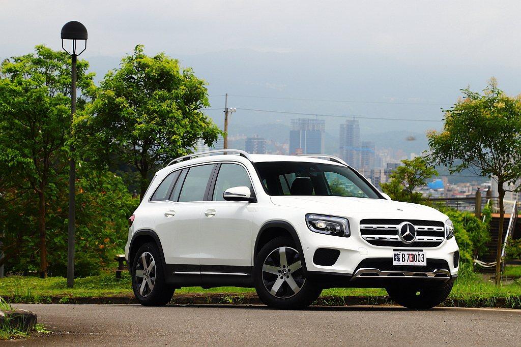 賓士GLB建議售價自197萬台幣起跳,試駕車型因為是認證車的關係,外觀與內裝的設...