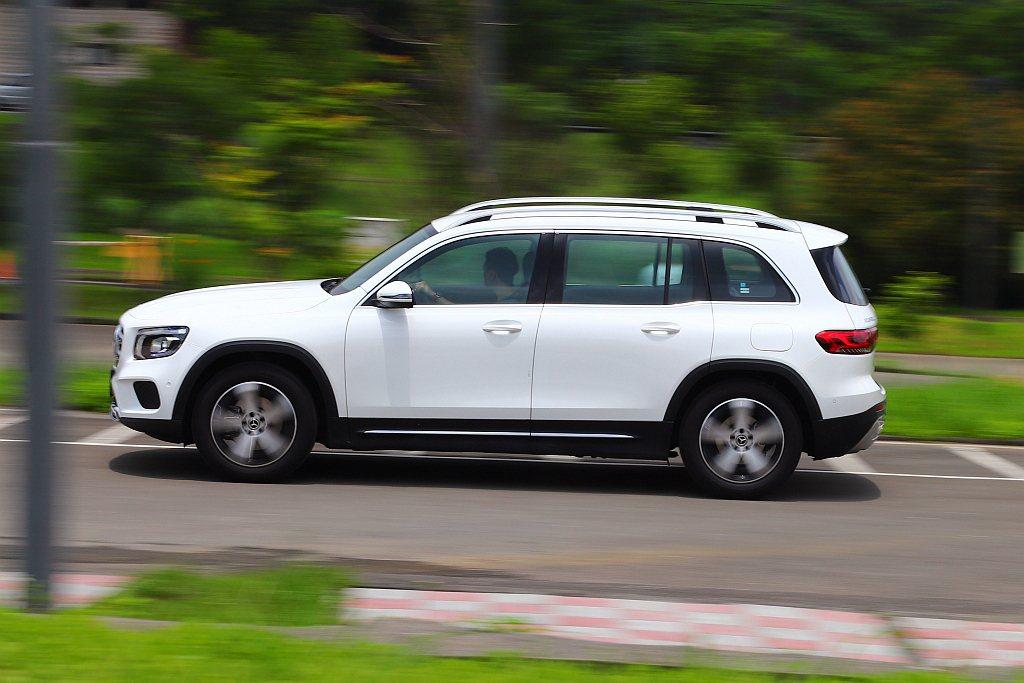 賓士GLB受惠MFA2模組化底盤平台優勢,軸距拉伸至2,829mm外,車身長度還...