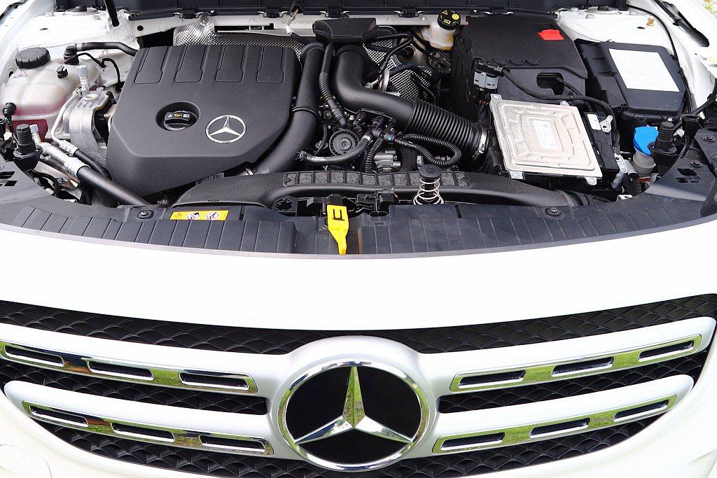 賓士GLB 200動力搭載排氣量1,332c.c.、直列四缸、缸內直噴、渦輪增壓...