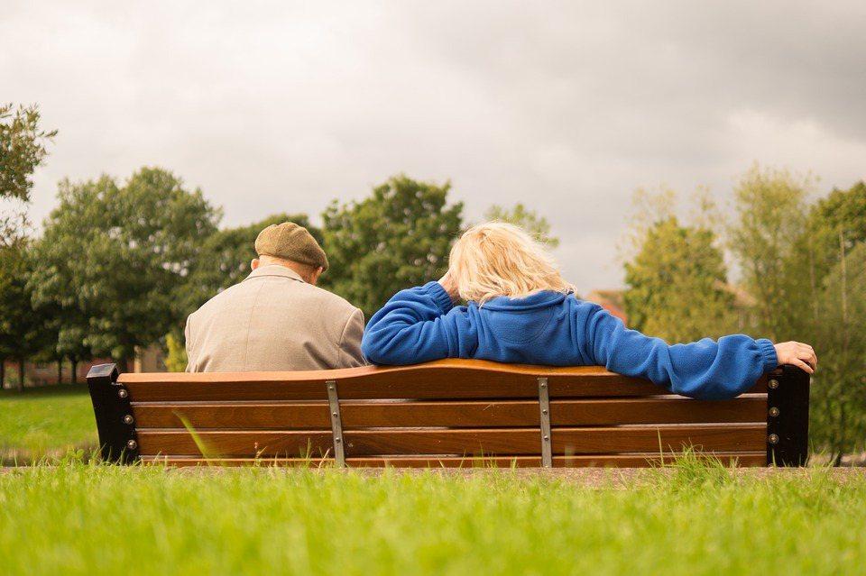 優先順序是讓自己退休生活過好一點,就可以用「不留本金」的方式來準備,對於沒有子女...