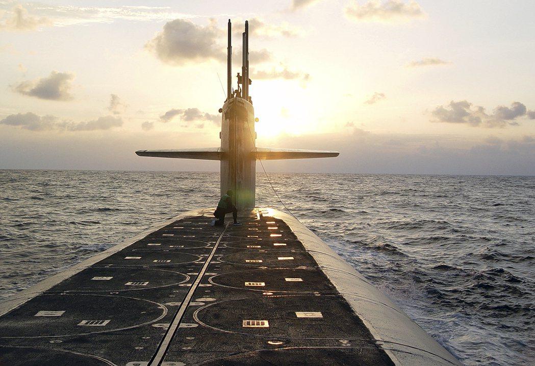 今年初傳出,美國海軍已在俄亥俄級核潛艦上,裝載可攜帶新型低當量核彈頭的長程飛彈。...