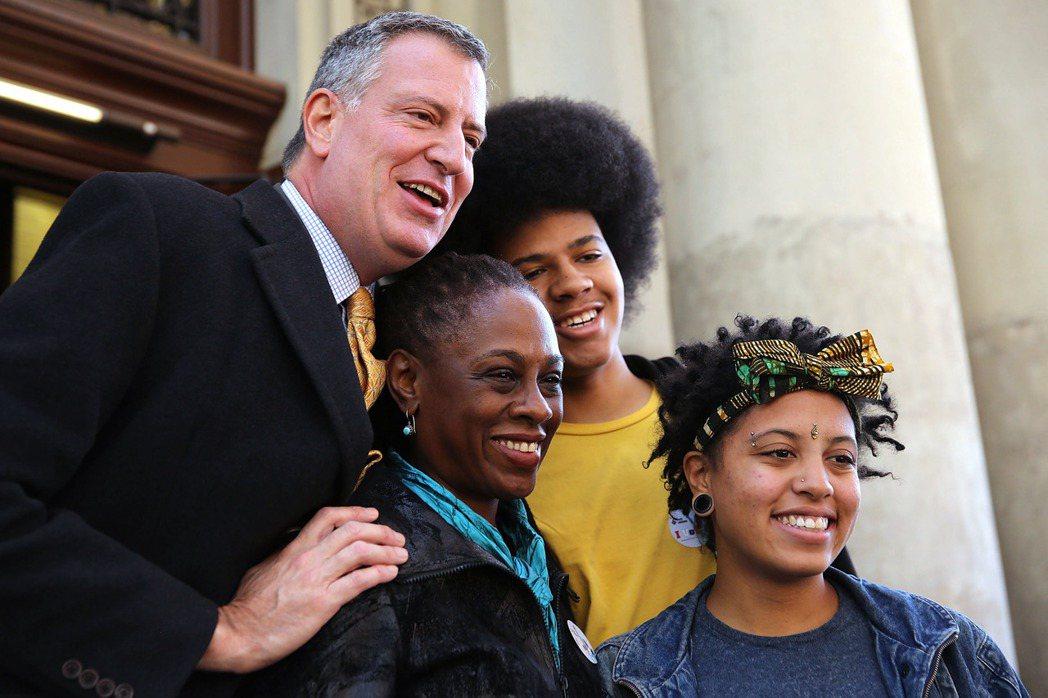 無論是私人生活還是政壇形象,白思豪一家都以強調「黑人血統與認同」而自豪。 圖/法...
