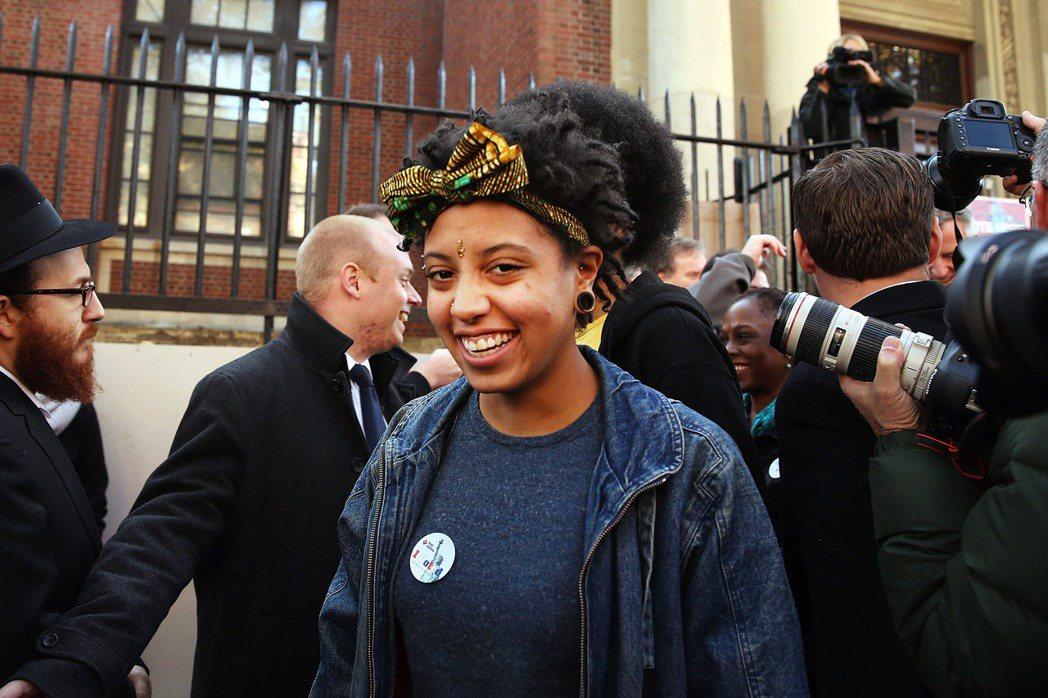 白思豪的女兒——以自己非裔血統為傲的琪亞拉(Chiara de Blasio)—...