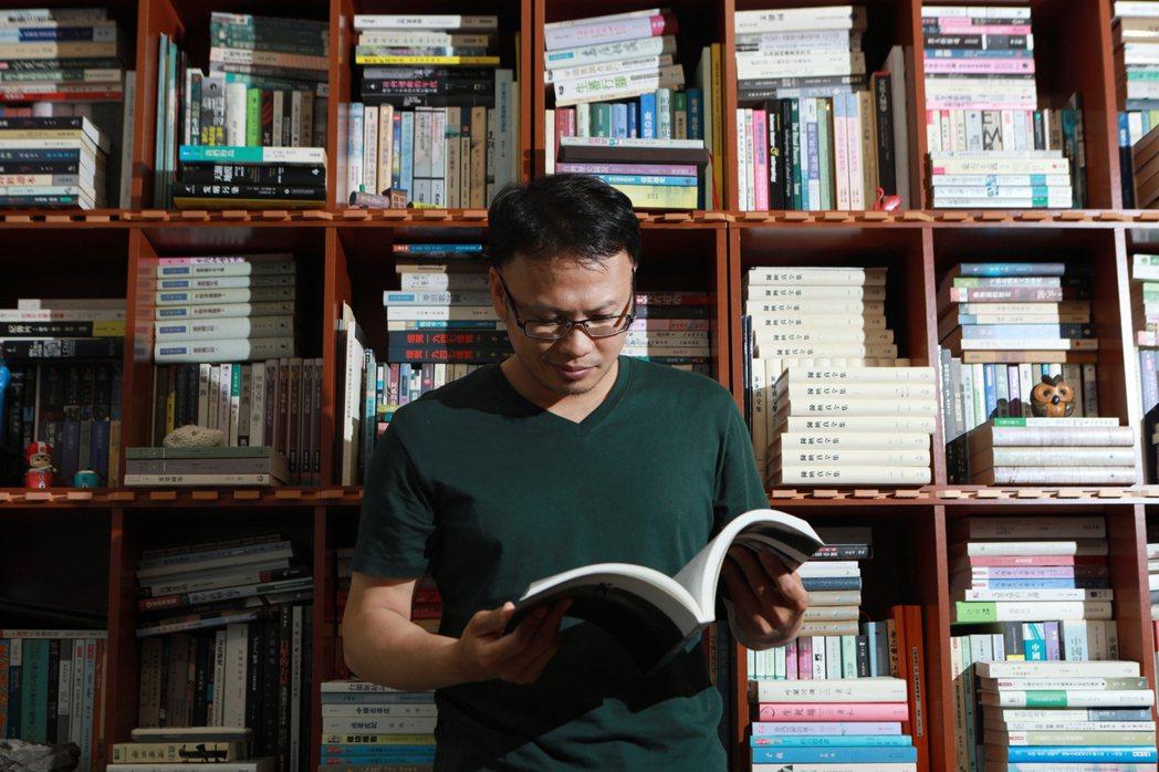 比起攝影,簡毓群更鍾情的,其實是文學。他除了擁有台灣文學與跨文化研究的碩士學歷外...