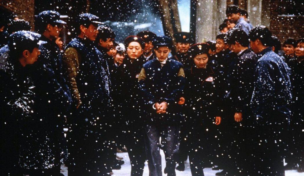 田壯壯1993年的電影《藍風箏》, 因內容觸及文革議題而遭到廣電總局「禁拍8年」...